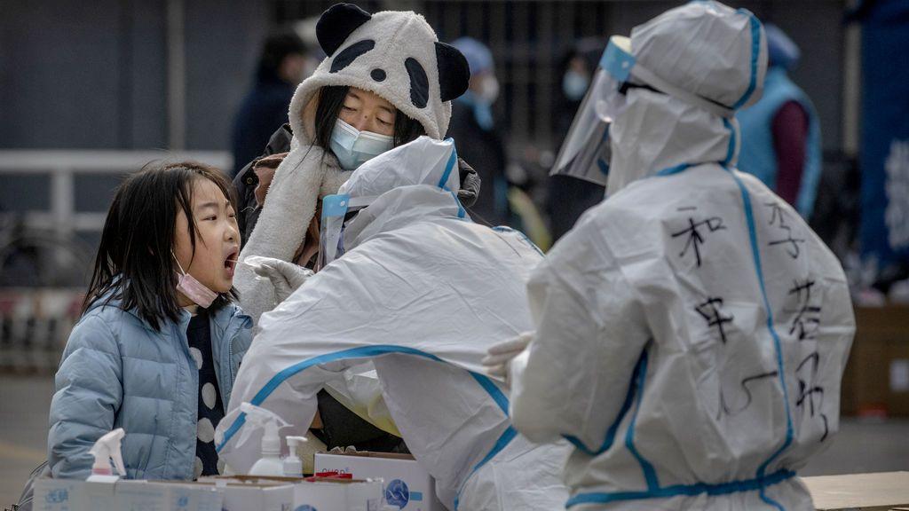 China construye centros de cuarentena para aislar a todos los contactos de los positivos por coronavirus