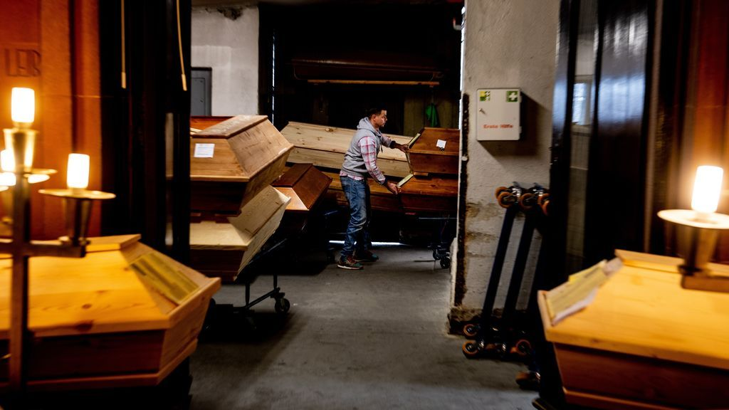 La muerte por coronavirus, en una imagen: los féretros se acumulan en el crematorio alemán de Meissen