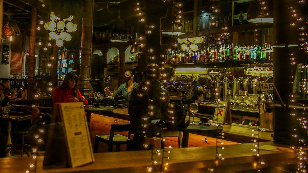 Prohibidas las reuniones en casa, toque de queda a las 22h y cierre de hostelería a las 21 desde este lunes en Madrid