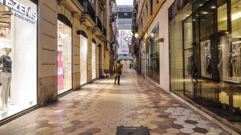 EuropaPress_3529211_calle_comercial_valencia_todos_establecimiento_cerrados_primer_dia_cierre