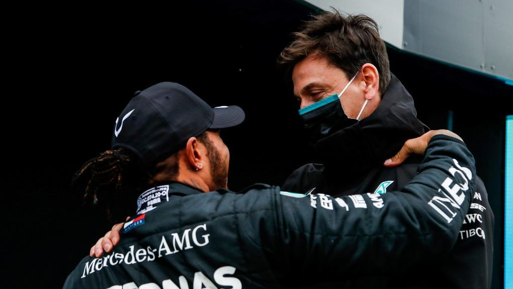 """Toto Wolff afirma que Hamilton acabará renovando con Mercedes: """"En algún momento firmaremos"""""""