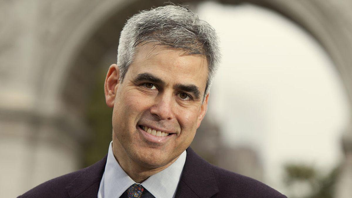 """Jonathan Haidt: """"La democracia es algo frágil y funciona mejor cuando está gestionada desde el centro"""""""