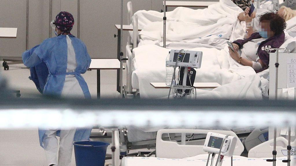 "Alba, sanitaria en el Zendal: ""Me impacta ver a celadores custodiando cadáveres, esperando a la funeraria"""