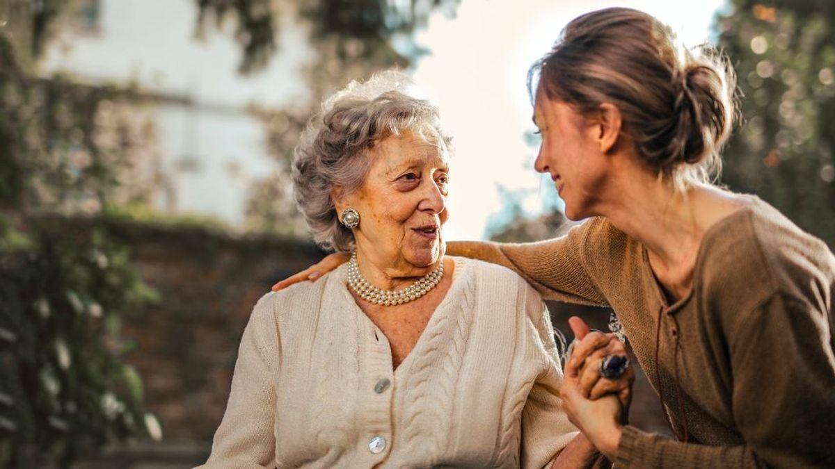 """""""La soledad no la soporta nadie"""": así se organizan una mujer de 72 años y su voluntaria para combatir el aislamiento en la tercera ola"""