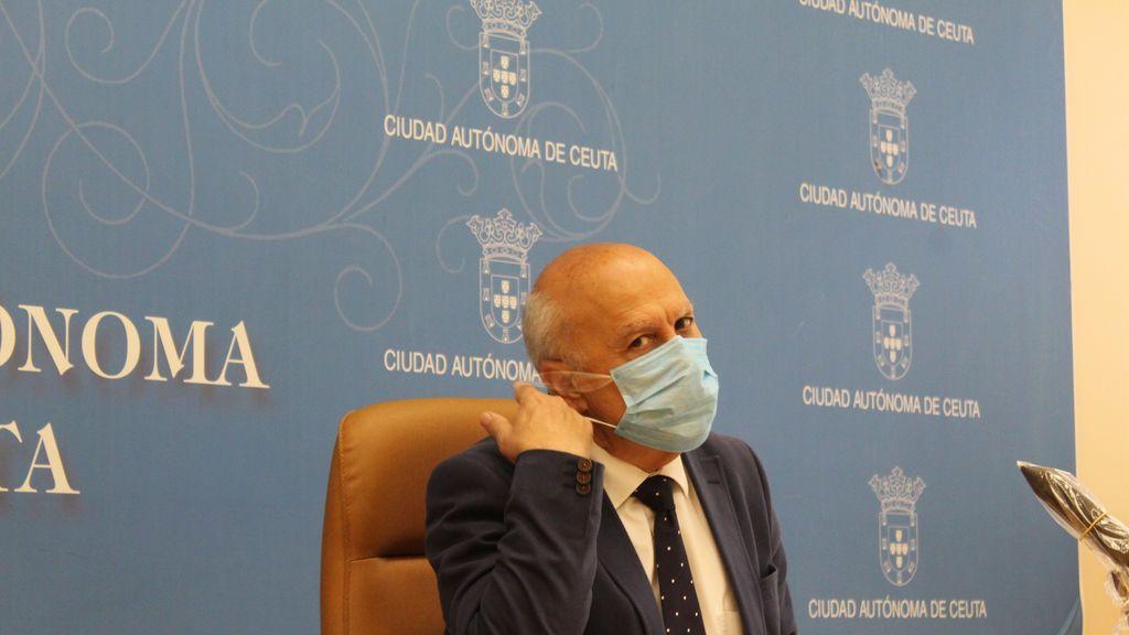 """El consejero de Sanidad de Ceuta que se vacunó dimite tras """"volver a reflexionar"""""""