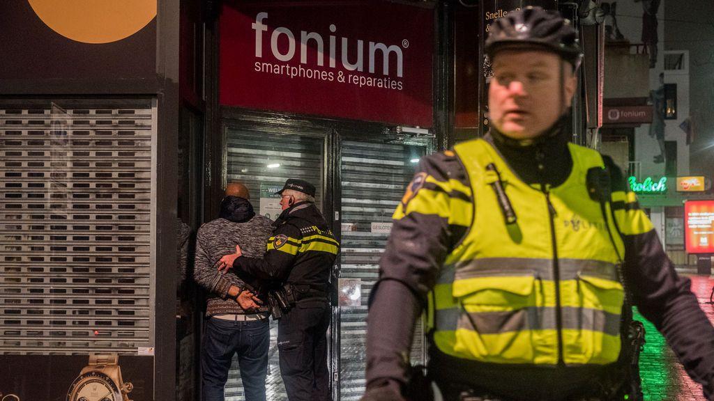 Tercera noche de disturbios en Países Bajos contra el toque de queda