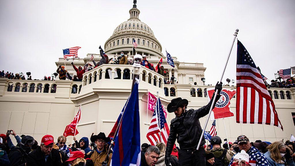 Al menos 135 detenidos y más de 400 identificados por el asalto al Capitolio de EEUU
