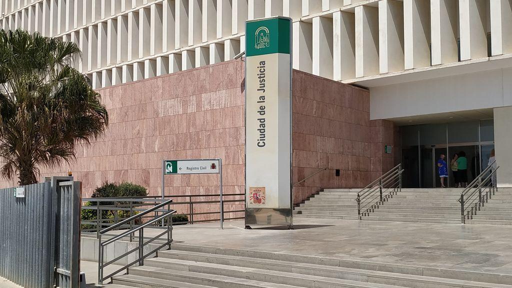 Condenado en Málaga a un año de cárcel por colarse en casa de su vecina por la que se sentía atraído