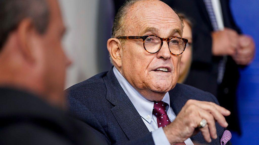 YouTube suspende a Giuliani por difundir teorías de fraude electoral en EEUU