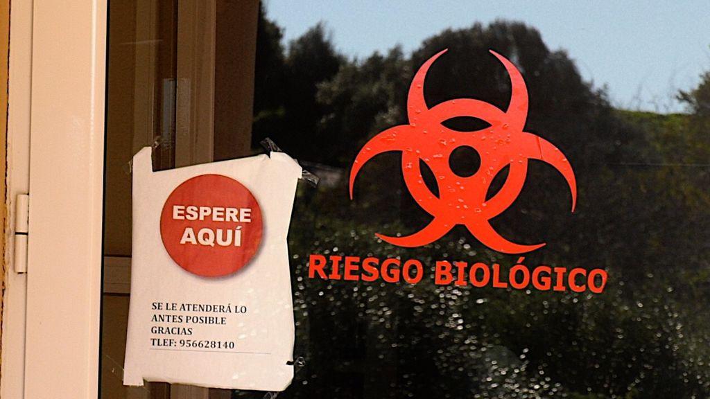 Advertencia en la puerta de la residencia