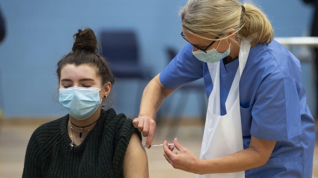 Tos, fatiga, dolor de garganta y dolor muscular: los síntomas de la variante británica del coronavirus