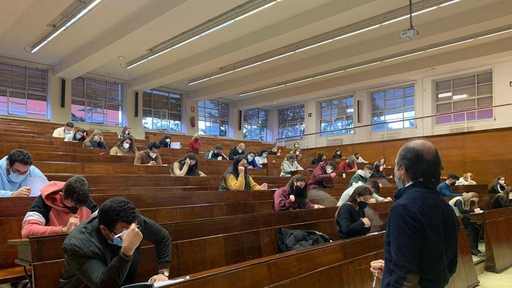 El Gobierno apoya a los estudiantes frente a los rectores y apuesta por los exámenes de junio online