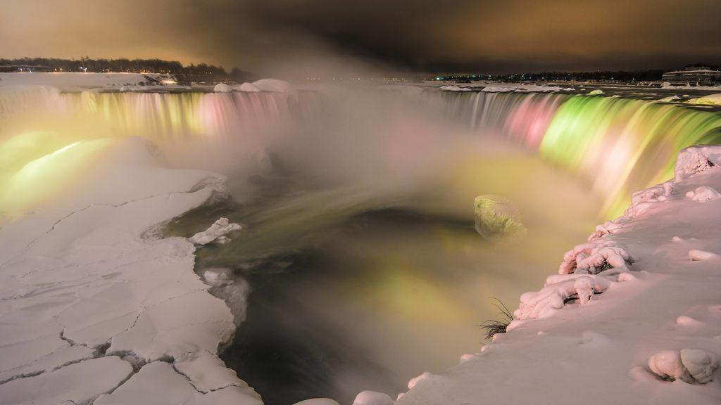 Se congelan las cataratas del Niágara: las imágenes más espectaculares de los pocos testigos afortunados