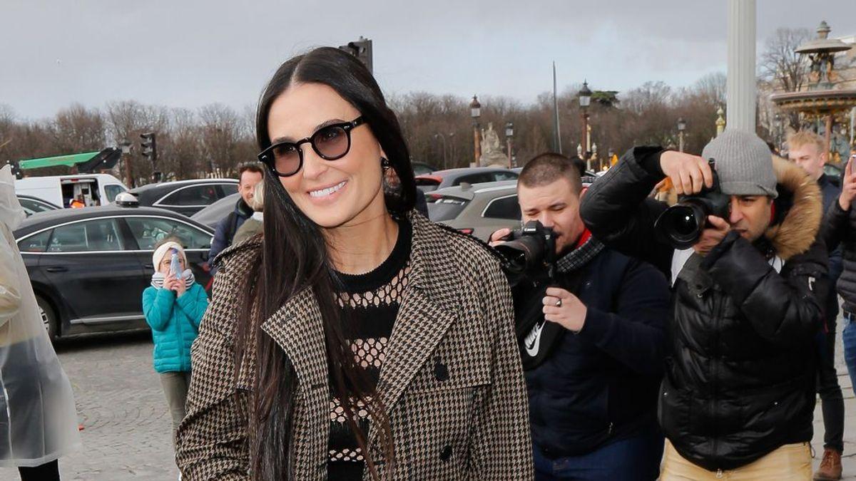 Demi Moore sorprende en el desfile para Fendi con 58 años y sospechas de retoque estético en la cara