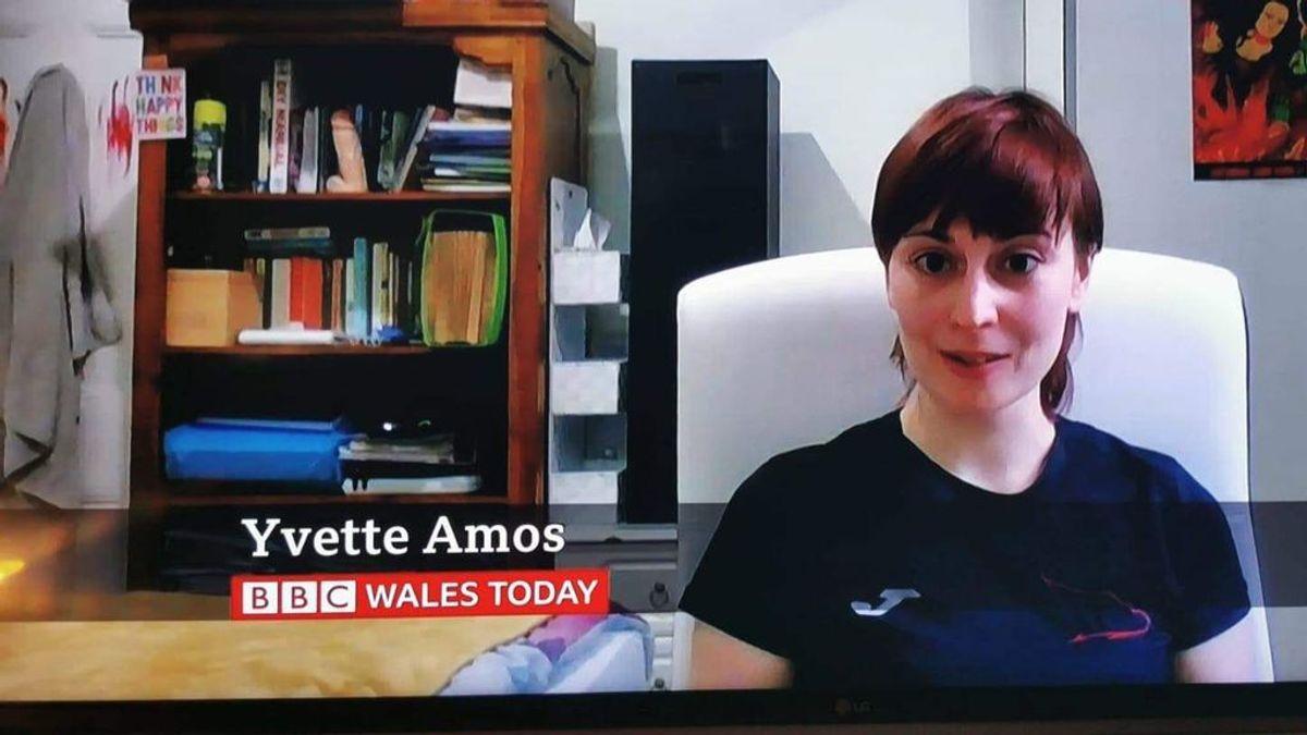Momento surrealista en una entrevista del programa Wales Today