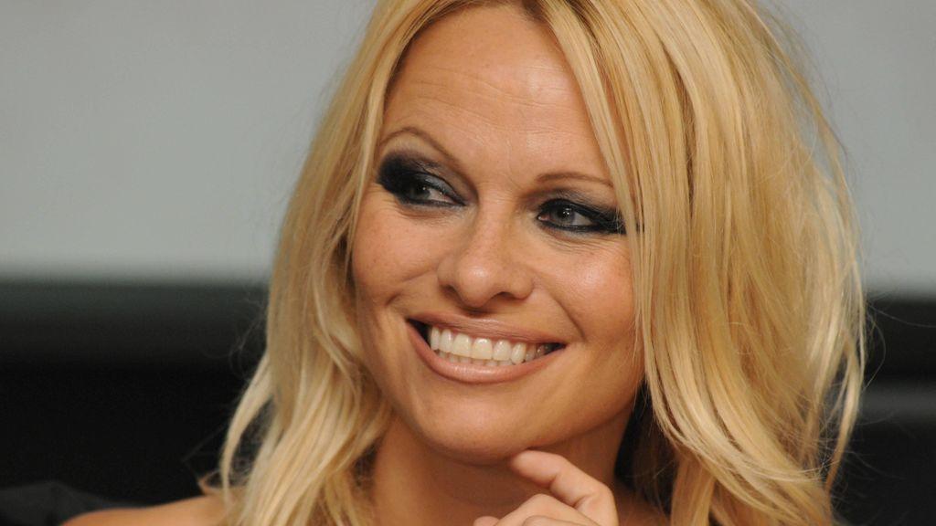 Aciertos y errores de la boda de Pamela Anderson con Dan Hayhurst, su guardaespaldas
