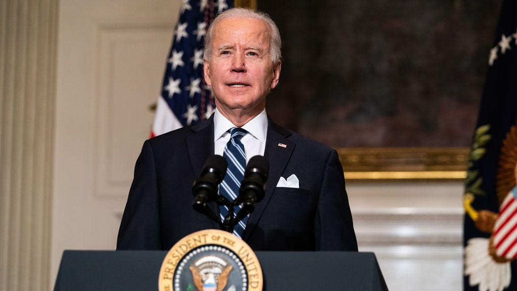 Biden amplia la cobertura sanitaria y rescata el 'Obamacare'