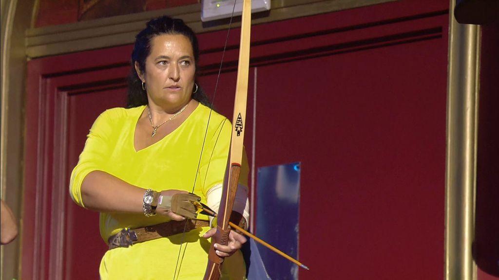 Encarna corta la respiración del jurado al lanzar flechas desde el palco