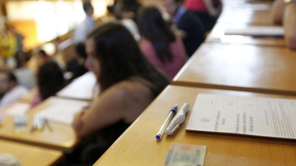"""El embrollo de los exámenes presenciales: """"No podemos visitar a nuestras familias pero nos meten en un aula para hacer un examen"""""""