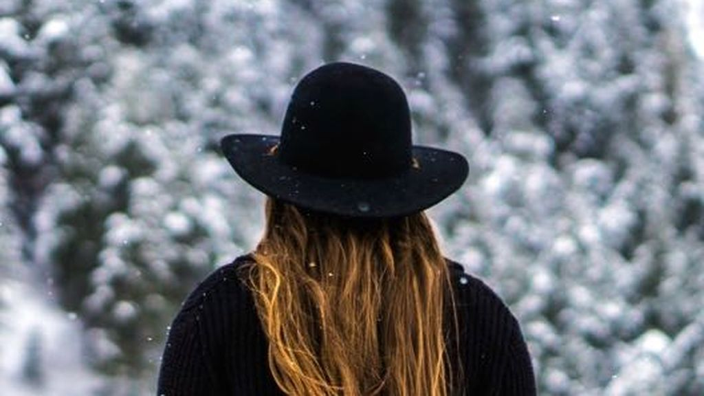 Así podrás proteger tu pelo del frío: los trucos para que tu melena luzca radiante bajo cero.