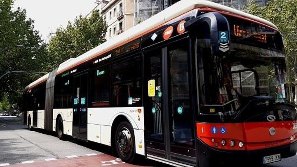 El choque de dos autobuses de la misma línea causa seis heridos en Barcelona