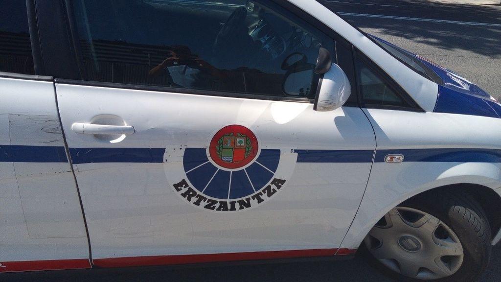 Cuatro agentes de la Ertzaintza confinados al ser escupidos por una paciente infectada en Bilbao