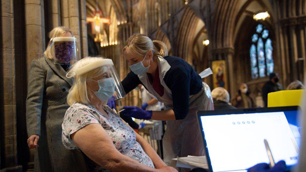 Vacunación contra la covid-19 en Lichfield, Reino Unido