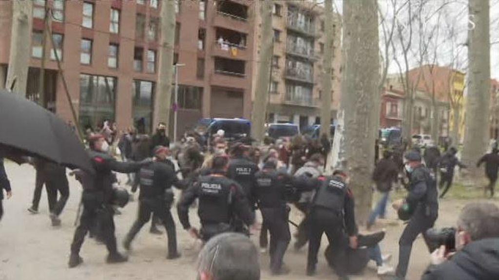 Cargas policiales a la llegada de Vox a Girona