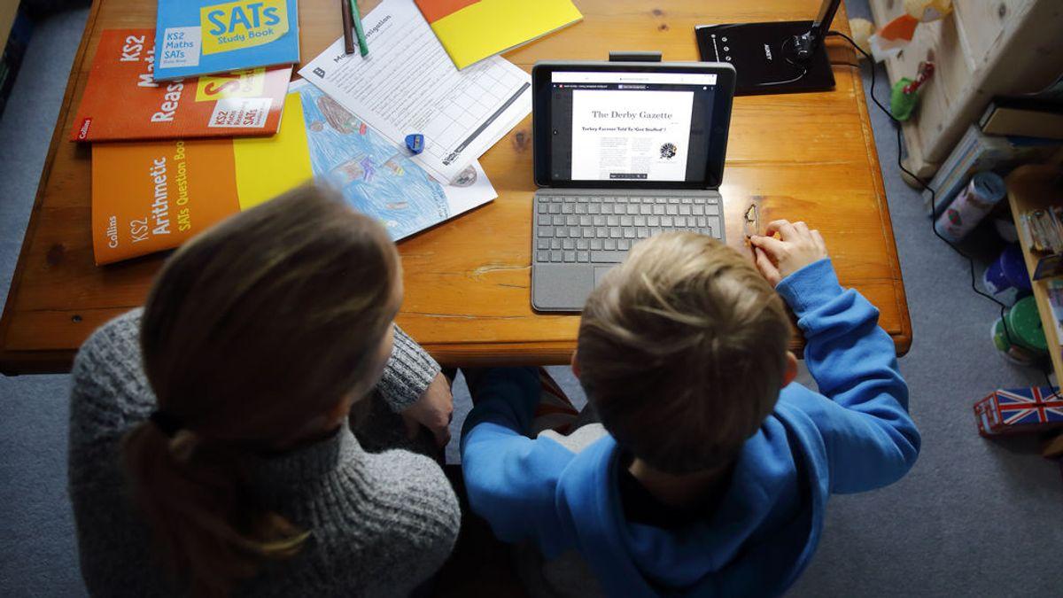Impacto de la pandemia en la educación: informe británico alerta de consecuencias económicas de por vida para los niños