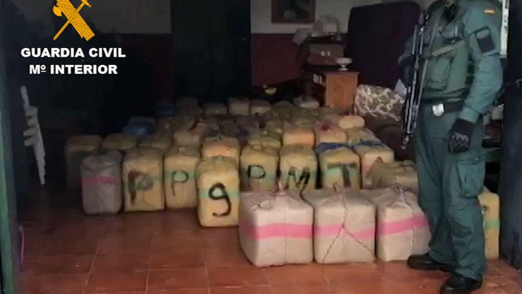 36 detenidos que usaban coches modificados para tirar polvo de extintores a los agentes en la huida