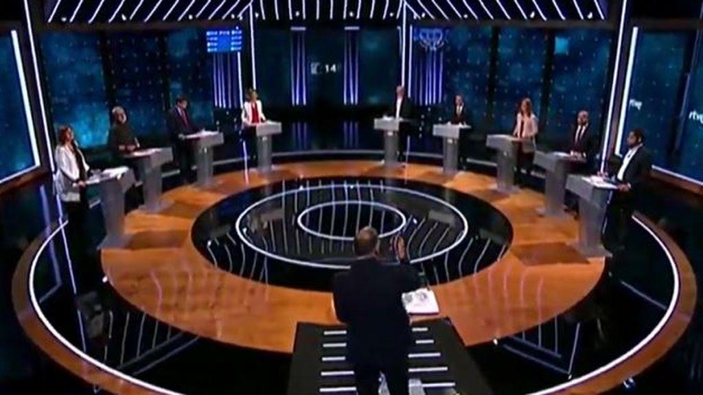 Todos contra Illa: el procés y los pactos tensan un debate bilingüe entre candidatos en TVE