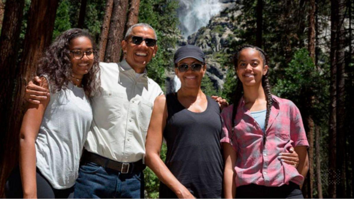 Barack, Michelle Obama y sus hijas, padrinos de honor de olivos en la localidad jiennense de Carboneros