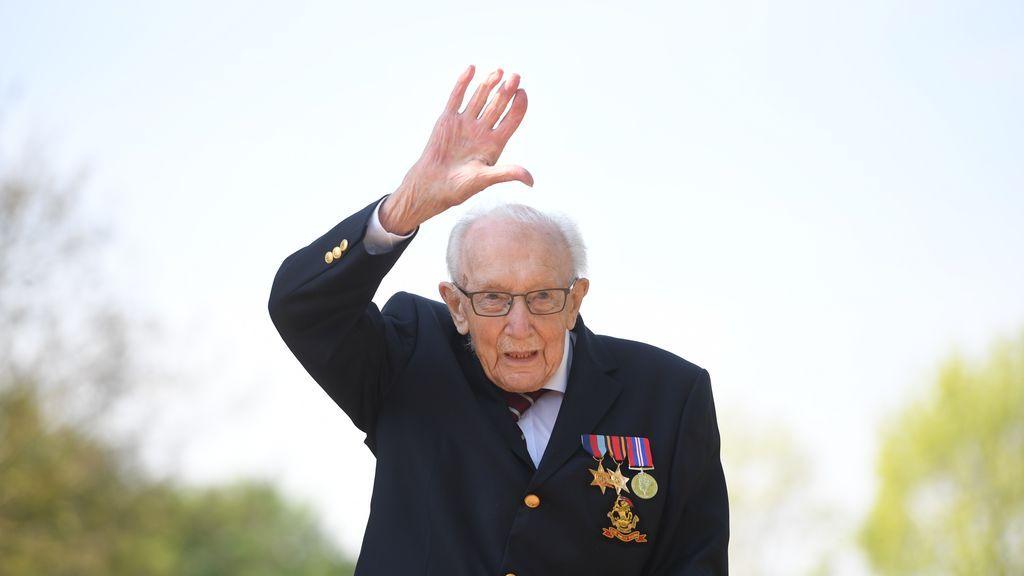 Muere por covid el capitán Tom Moore, que recaudó millones para la sanidad británica al cumplir 100 años
