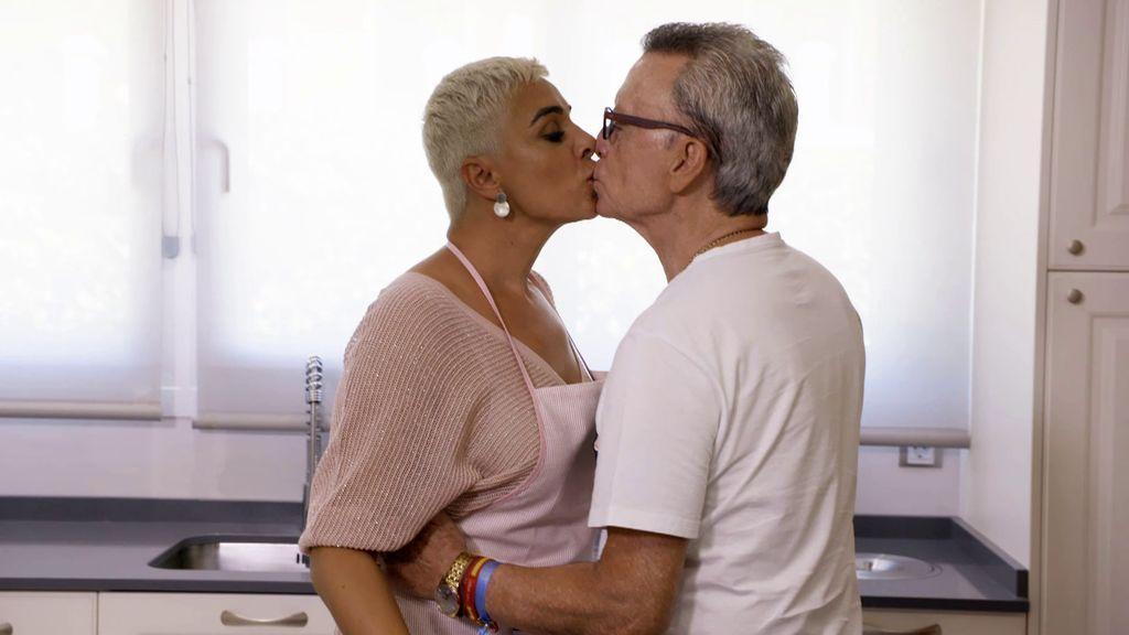Los apasionados besos de la pareja