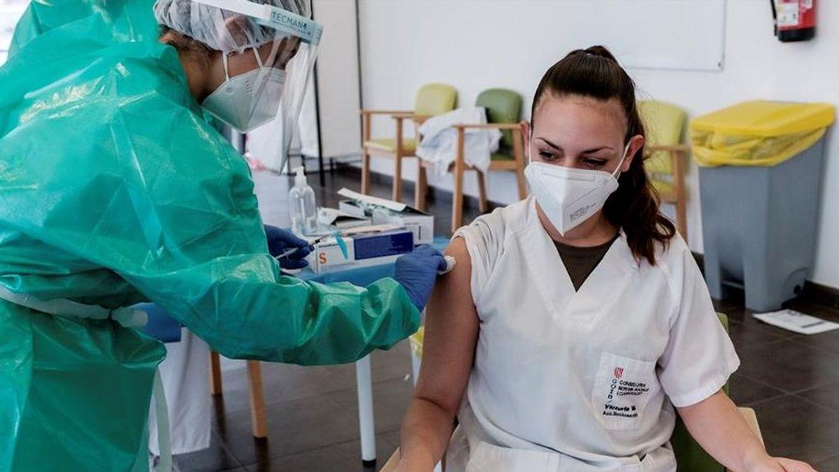 Los que ya han pasado la covid: ¿Es suficiente con una sola dosis de vacuna para inmunizarse?