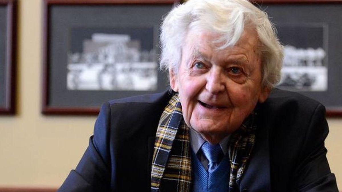 Muere Hal Holbrook, 'Garganta profunda' de la película 'Todos los hombres del presidente'