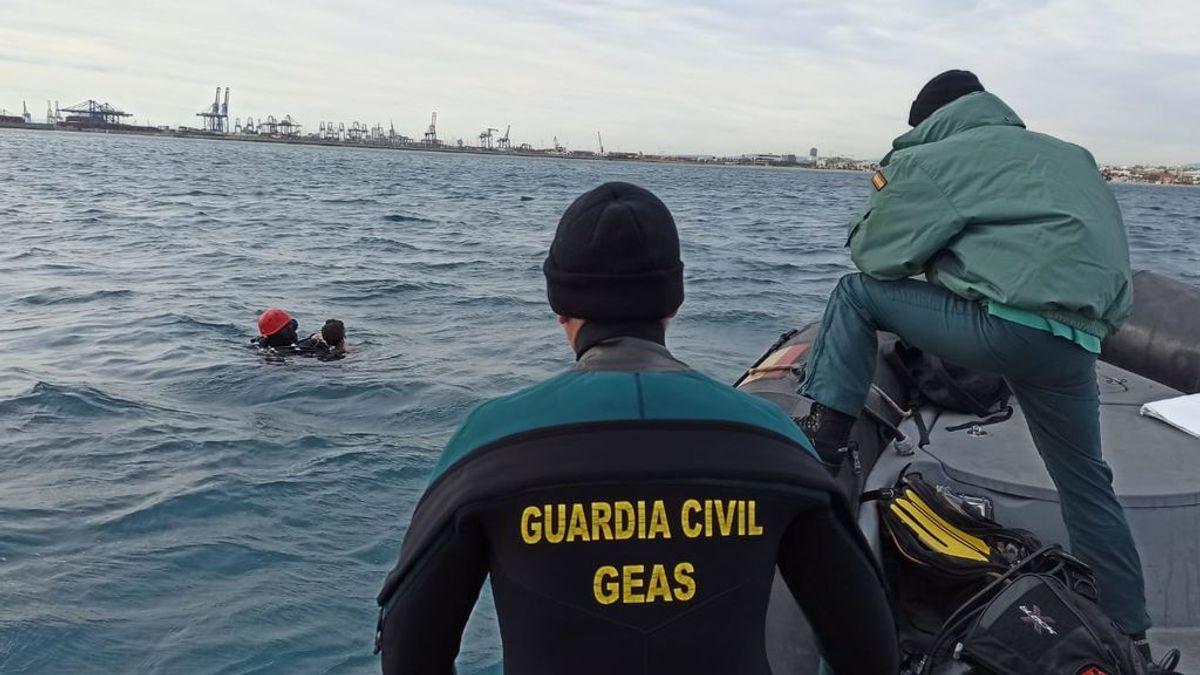 Localizan el cuerpo sin vida de un joven que salió a navegar con una barca hinchable de juguete en Valencia