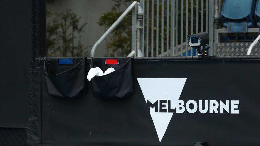 El covid se cuela en el Open de Australia: Aíslan a unos 500 tenistas