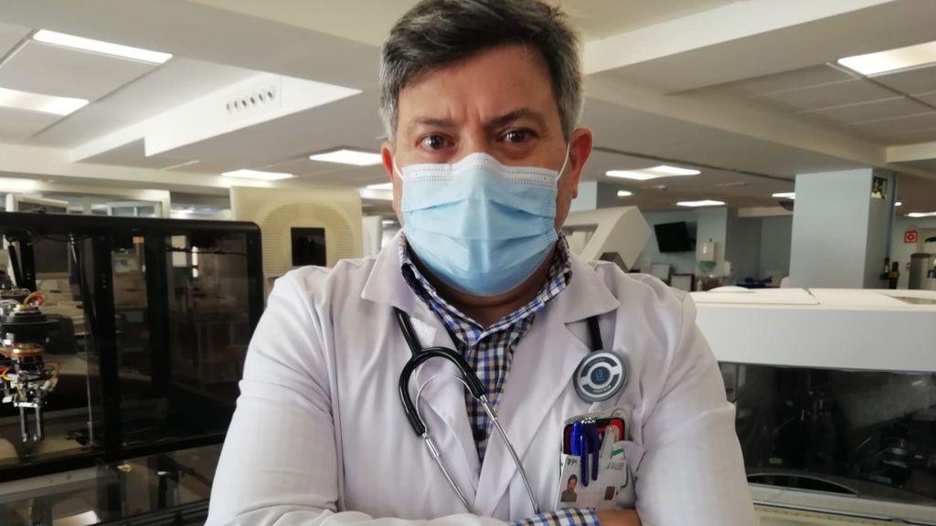 """Carlos Romero, oncólogo: """"Los diagnósticos de cáncer han disminuido un 21% a causa de la covid"""""""
