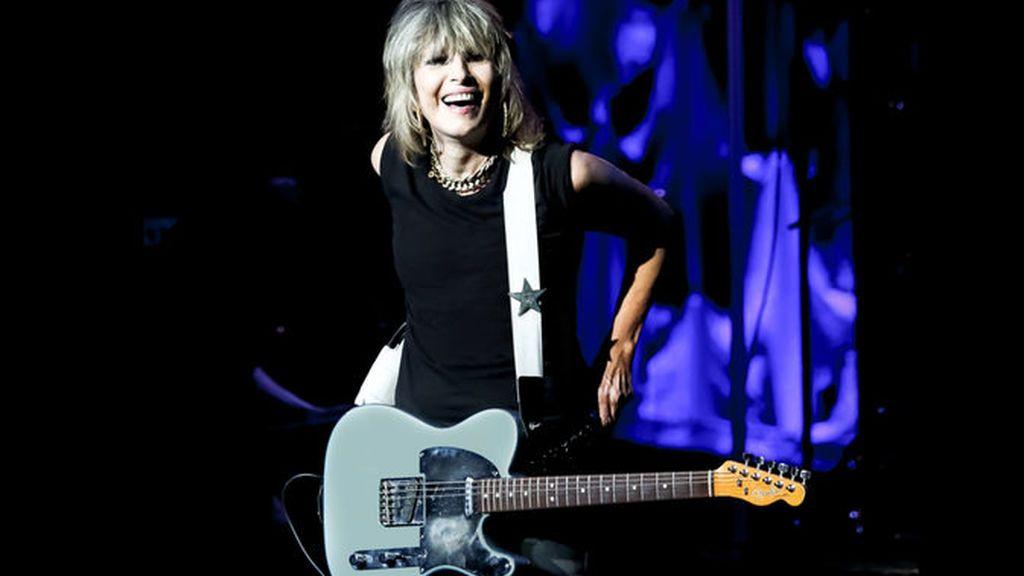 Fender rinde homenaje a Chrissie Hynde con una versión de su mítica guitarra