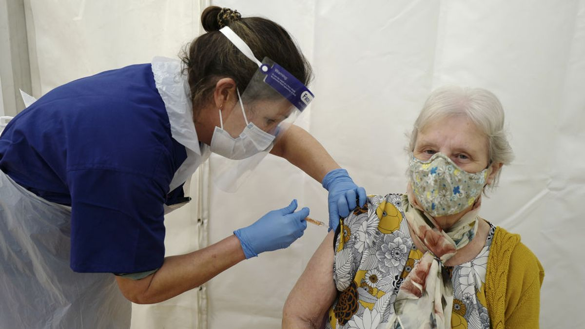 España no utilizará la vacuna de AstraZeneca en personas mayores de 65 años