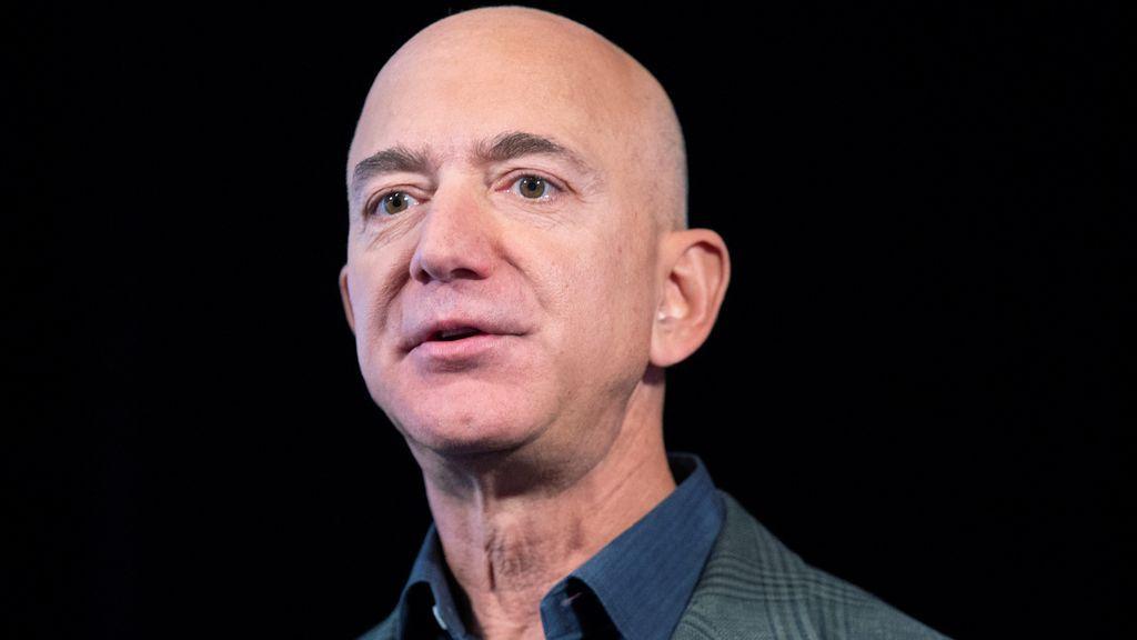 El camino al éxito de Jeff Bezos, el fundador de Amazon, para generar su inmenso imperio económico