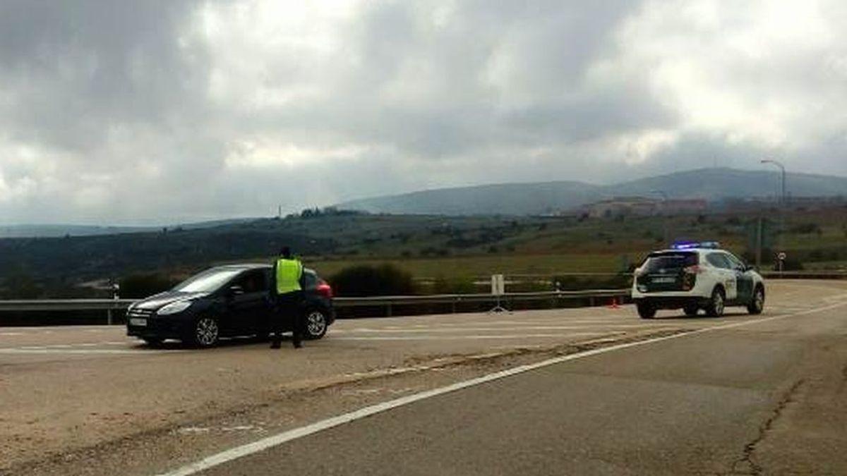Dos detenidos por saltarse un control en Almazán: conducía un menor, sin carné y con un coche robado