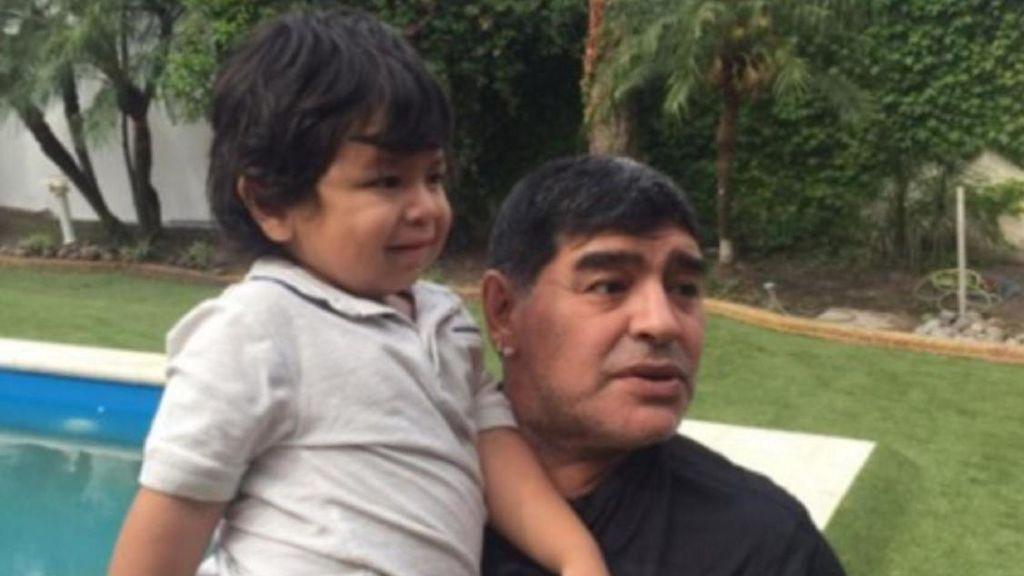 Dieguito, el hijo pequeño de Maradona, encontró droga en la casa en la que murió el argentino