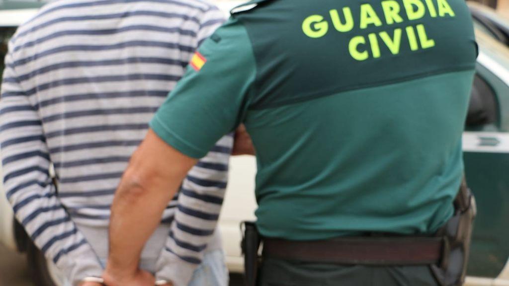 Detenido un joven acusado de violar 3 veces a la propietaria de un comercio de Felanitx a la que también robaba