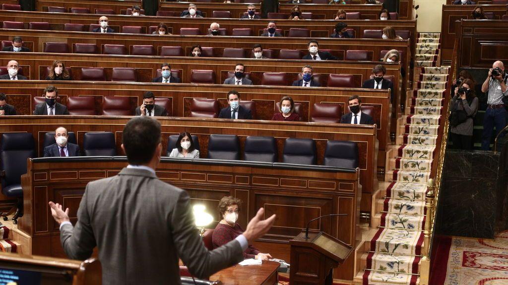 """Bronca por el informe del Consejo de Estado sobre los fondos europeos: El PP acusa al Gobierno de """"ocultarlo"""" y Moncloa dice que no es obligatorio"""