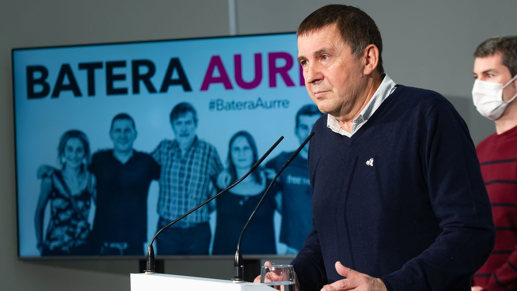 """Otegi niega que las pintadas de Hondarribia contra el PNV sean de simpatizantes de Bildu: """"El que diga lo contrario, miente"""""""