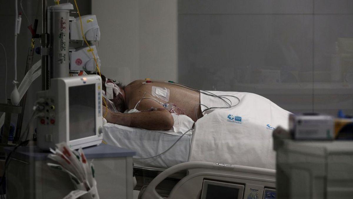 Varón, 64 años, con hipertensión, obesidad o diabetes: el perfil del paciente crítico por covid en España