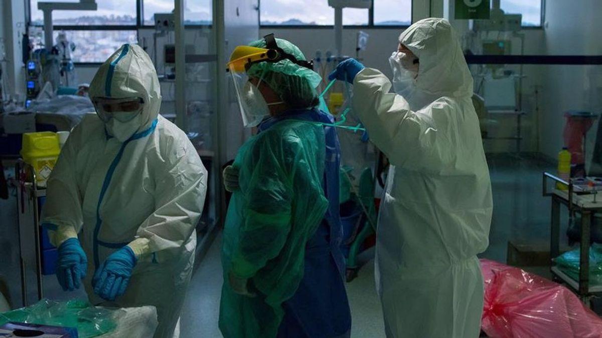 Trabajadores sanitarios de la Unidad de Reanimación (REA) del Complejo Hospitalario Universitario de Ourense