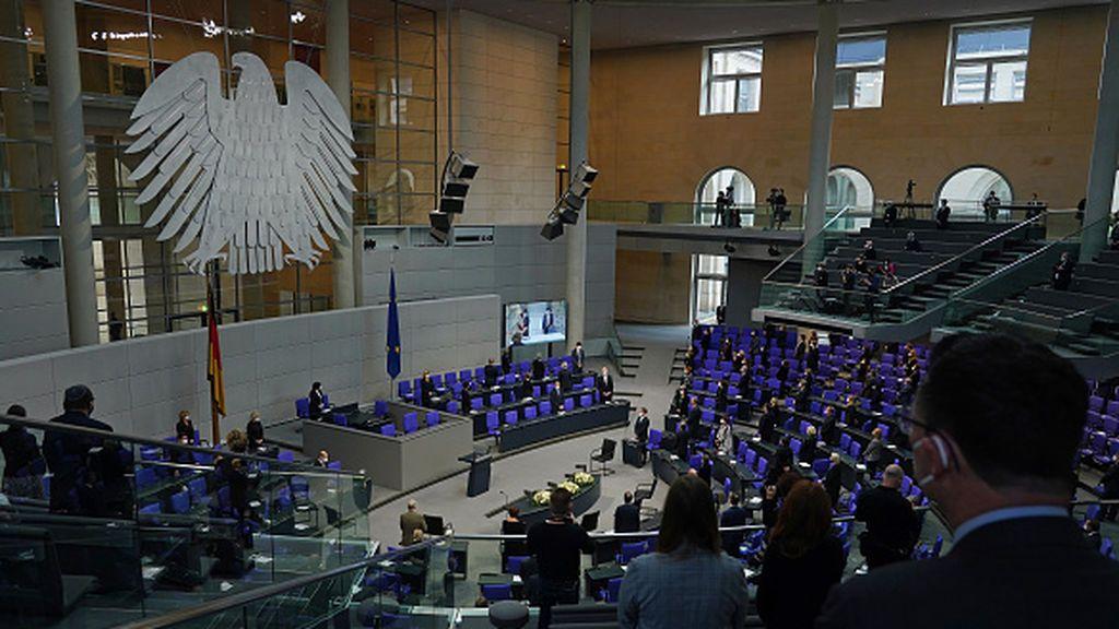 """El pulso a la 'gran coalición' de Merkel por su remedio contra el """"gigantismo"""" parlamentario"""